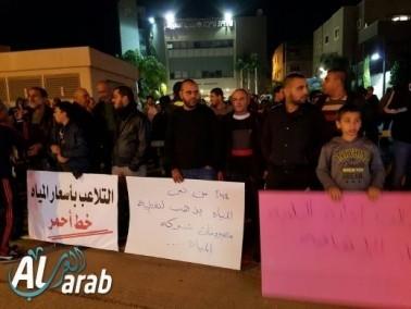 الإحتجاجات في الطيبة مستمرة: تظاهرة أمام البلدية