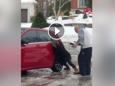 فيديو مضحك.. دخول السيارة في الثلوج معاناة طريفة