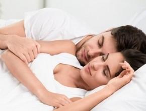 النوم بقرب الشريك يمنحك الشعور بالأمن والراحة والهدوء