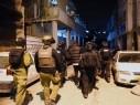 الشرطة في حملة مداهمة وتفتيش واعتقالات مكثفة في مخيم شعفاط