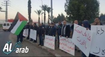 المئات من قلنسوة والطيبة يتظاهرون احتجاجا على هدم البيوت ومقتل أبو القيعان