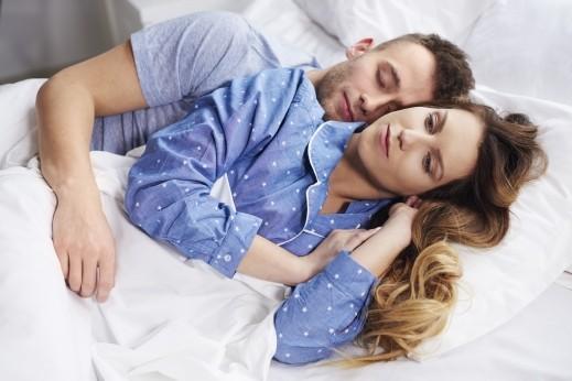 النساء يشعرن بالندم بعد إقامة علاقة عابرة