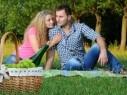 كيف تجعلين زوجك رومانسيًا؟ الكثير من المفاجآت وبعض كلمات الحب