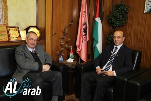 arabTV - برنامج زيارة خاصة مع د.ماهر النتشة