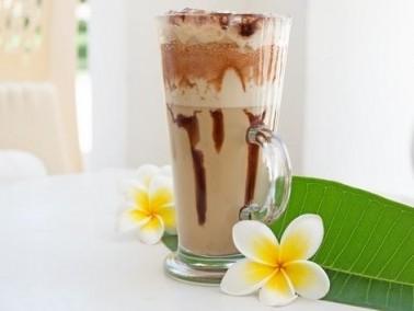 مشروب اللبن بالقهوة والشوكولاطة اللذيذ