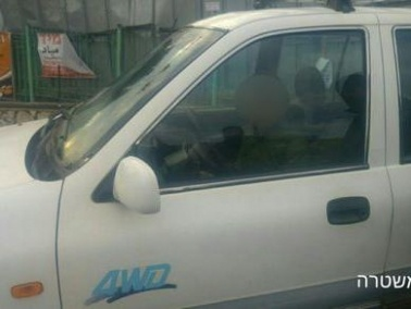 كفركنا: ضبط فتى 11 عاما يركن سيارة ووالده يوجهه