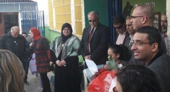 رئيس بلدية الطيبة يكرم المربية جيهان جابر لتفانيها في عملها بعد أغنية جيشم جيشم