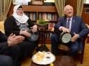 رئيس الدولة يستقبل المربية جيهان جابر من الطيبة معلمة اللغة العبرية ويكرمها