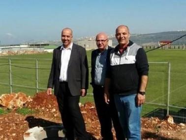دير الاسد: نصب اعمدة الانارة في الملعب البلدي
