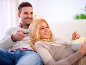 كيف تأسرين قلب زوجك؟ ساعديه على تحقيق النجاح واسحريه بجاذبيتك