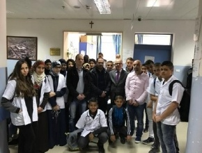 طلاب مشروع الطبيب الصغير في الرملة يزورون المستشفى الفرنسي في القدس