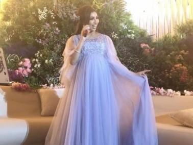 دنيا بطمة تحيي حفل زفاف بالأزرق الفاتح