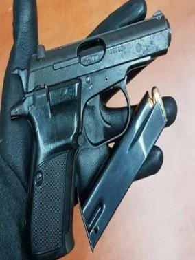 الشرطة: شاب من ام القطف سرق سلاحا خلال تصليح سيارة