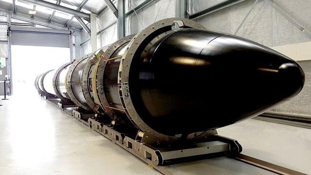 الجيش الأمريكي يعلن عن إلقاء أكبر قنبلة بالعالم