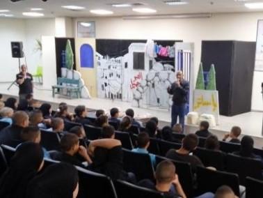 اللد: عرض مسرحية لتوعية الطلاب من مخاطر المخدرات