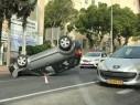حيفا: انقلاب سيارة وسط حي الهدار والتسبب بأزمة مرورية