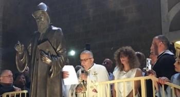 حيفا: قدّاس الهي لتكريس تمثال القديس شربل بمشاركة واسعة