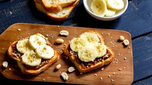 بروسكيتا الشوكولاطة والموز لفطور صباحي لذيذ