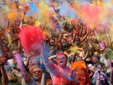 ألوان منعشة تغطي الشوارع في اسبانيا