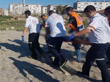 محاولات إنعاش فتى بعد غرقه في أحد شواطئ حيفا