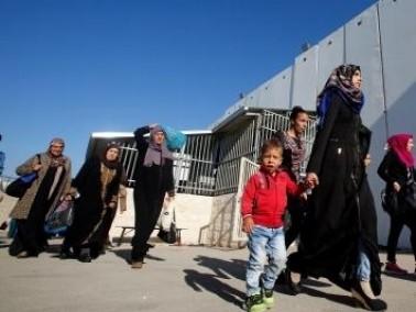آلاف الفلسطينيين يتوجهون الى المسجد الاقصى