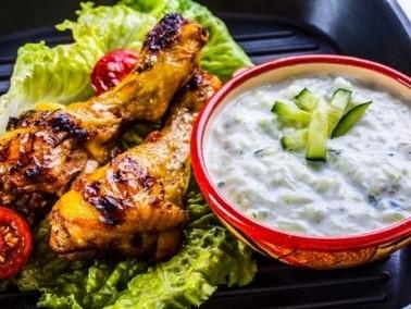 طبق اليوم: الدجاج المشوي بالبابريكا والزيتون