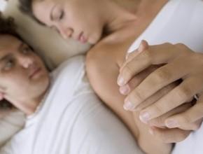 كيف يمسك الرجل يدك؟ اكتشفي ما يخفيه عنك من خلال هذه المعلومات!