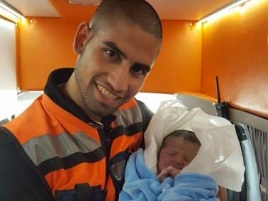 ولادة طفل داخل سيارة اسعاف مركز تميم الطبي في الطيبة