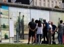 جدار يحمل لوحات فنيّة يجذّب السيّاح في برلين..صور