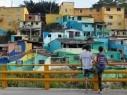 صور: فنان فرنسي يلوّن بريشته حيّا فقيرًا في كولومبيا بالحياة