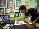 صور رائعة: فنان مصري يبدع رسومات بواسطة التبغ!