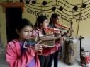 إبداع من نوع آخر: صناعة آلات موسيقية من الخردة والقمامة!