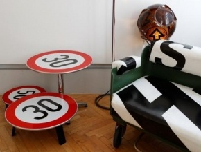 النمسا: أثاث منزلك من إشارات المرور والكتب واللافتات!
