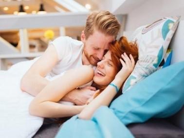 مخاطر مضغ العلكة قبل ممارسة العلاقة الحميمة!