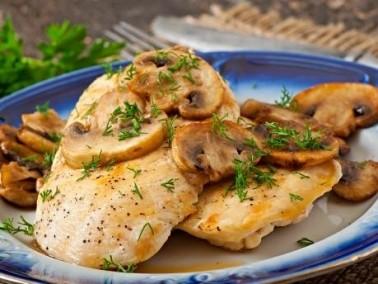 طبق اليوم: صدر دجاج مشوي مع الفطر