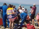 محاولات انعاش طفلة (7 سنوات) تعرضت للغرق في احد شواطئ طبريا