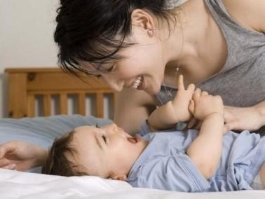 عزيزتي..نصائح لتعليم مولودك الكلام