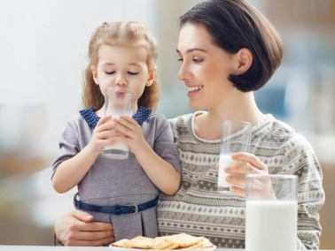 حفّزي طفلكِ على شرب الحليب بهذه الطرق