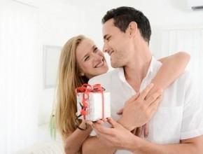 عزيزتي الزوجة: إليك أفكار هدايا مبتكرة تسعدين بها شريك حياتك