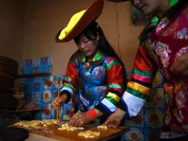 هوتشو الصينية تحتفل بالخريف