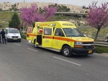 تعرض رجل للدهس من قبل سيارة اسعاف