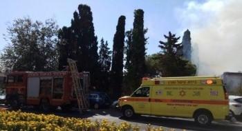 اصابتان خطيرة وطفيفة لرجل وفتاة إثر حريق في شقة سكنية في حيفا