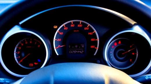 الإشارات التحذيرية المضيئة في السيارة