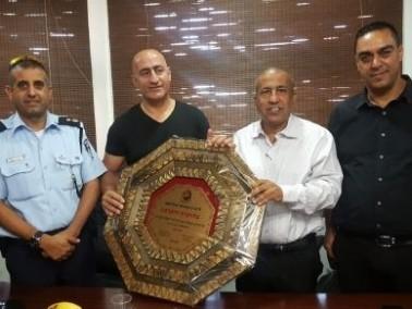 الزرازير: تكريم قائد الشرطة الجماهيرية في البلدة