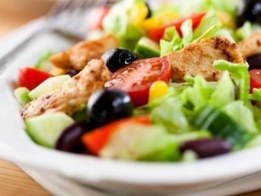 سلطة الدجاج على الطريقة اليونانية صحتين