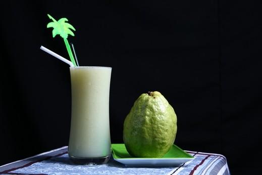 عصير الجوافة بالقشطة.. طعم غريب ولذيذ