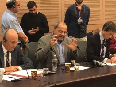 الطيبي لسفراء الدول الأوروبية: اسرائيل تُمارس العنصري