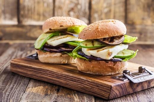 ساندويش الخضار المشوية.. وجبة صحية