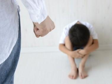 العراق: أم تكسر ذراعيّ طفلها!