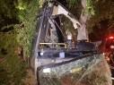 اصابة 5 اشخاص اثر اصطدام حافلة بشجرة في مدينة طبريا